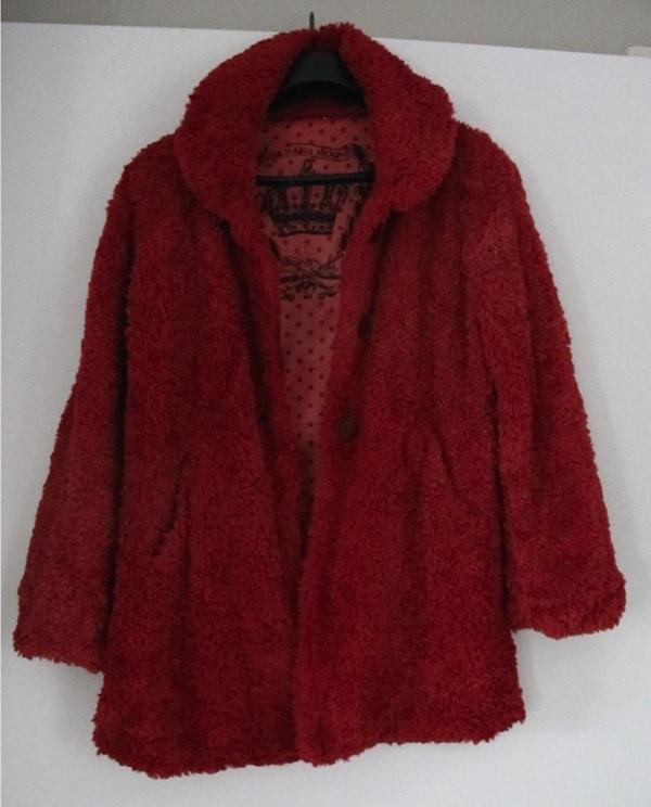 teindre un manteau en fausse fourrure
